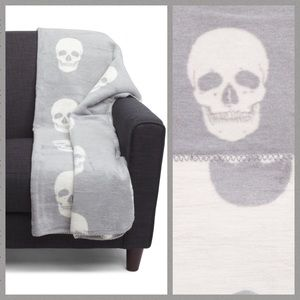 INUP Home Fine Linens Gray Skull Reversible Throw